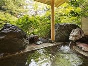 【白玉の間/露天風呂】桃山庭園を眺めながら源泉の湯でゆったり