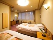 〈鳳凰貴賓室/新館 寝室〉コネクティングで繋がったツインルームです。