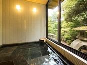 【侘助の間/浴室】窓を開けて露天風呂に、閉めて内風呂として