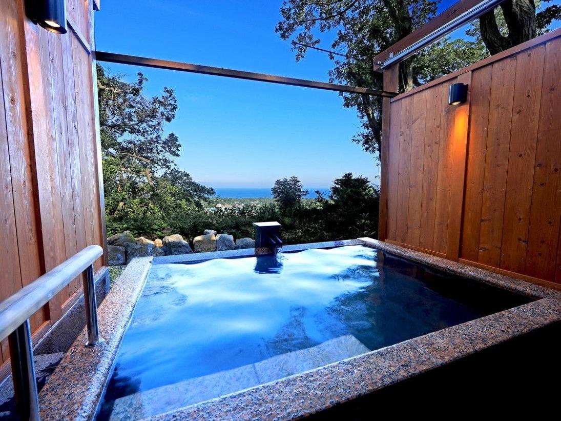 貸し切り露天風呂(アウラ)は海と大島が一望できる露天風呂です。
