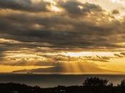 展望台から見た大島の景色。心地良い潮風に夜は満点の星空が楽しめます。