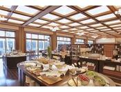 【朝食ビュッフェ】朝食の会場となる、コンベンションホール「白鳥」。開放的で明るい雰囲気。