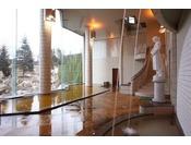 【大浴場 湯楽/1階】太古の地層をくぐり抜けて湧き出した植物性モール温泉には天然保湿成分がたっぷり