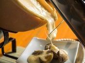 【十勝ビュッフェ/一例】ラクレットチーズを溶かしてほくほくのじゃがいもにかけてお楽しみください