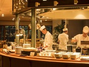 【十勝ビュッフェ】オープンキッチンより出来たて料理をお渡しします
