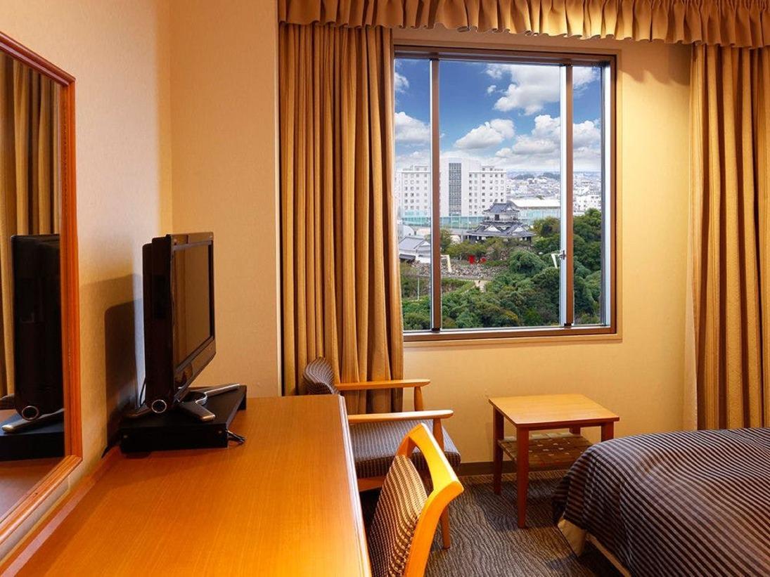 キャッスルビューシングル<16平米>浜松城に面した高層階のお部屋です。 ※お部屋によって見える角度、大きさなど異なります。