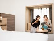 【客室】出窓Mベンチ ベンチタイプのお部屋には。MサイズのベンチとLサイズのベンチがございます。