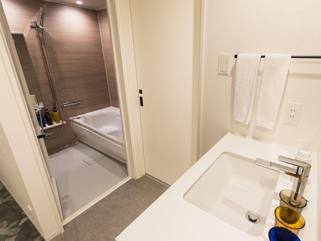 【風呂】バスルーム プレミアムタイプのお部屋はバスルーム・トイレがセパレートとなっております。