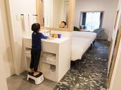 【風呂】バスルーム お子さまようの踏み台もご用意しております。