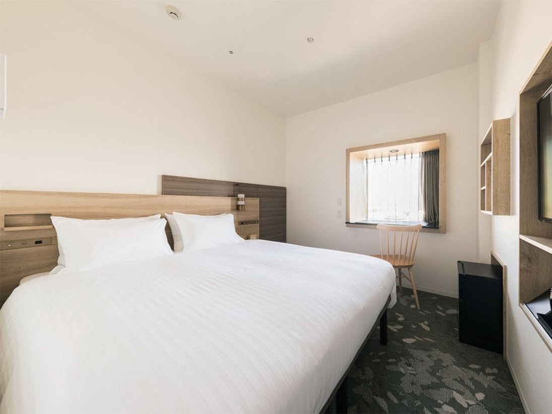 【客室】スーペリアダブル・部屋広さ…16m2・宿泊人数…1~2名・ベッド幅…160cm