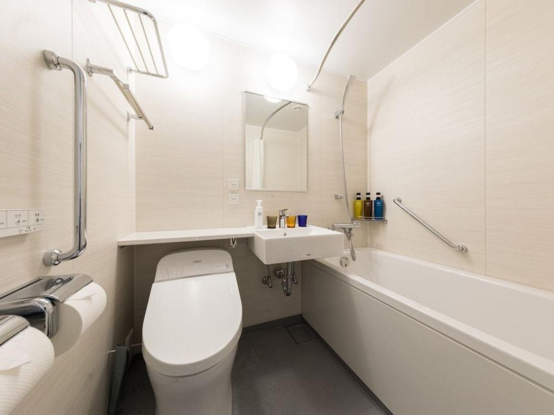 【風呂】バスルーム スーペリアタイプのお部屋はユニットバスをご用意しております。