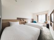 【客室】スーペリアツイン/ベンチ・部屋広さ…18m2・宿泊人数…1~2名・ベッド幅…120cm