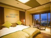 【豆陽亭和モダン洋室(ツイン一例)】十勝川を望む眺望抜群の客室。洋室客室の部屋のお風呂は檜のお風呂です。※ご注意:モール温泉ではありません