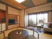 【豆陽亭川側和モダン和室(ツイン一例)】お部屋は8畳バルコニー付北海道モダン又は10畳民芸モダンがございます。お部屋からの景色を楽しみたい方にお勧めです。