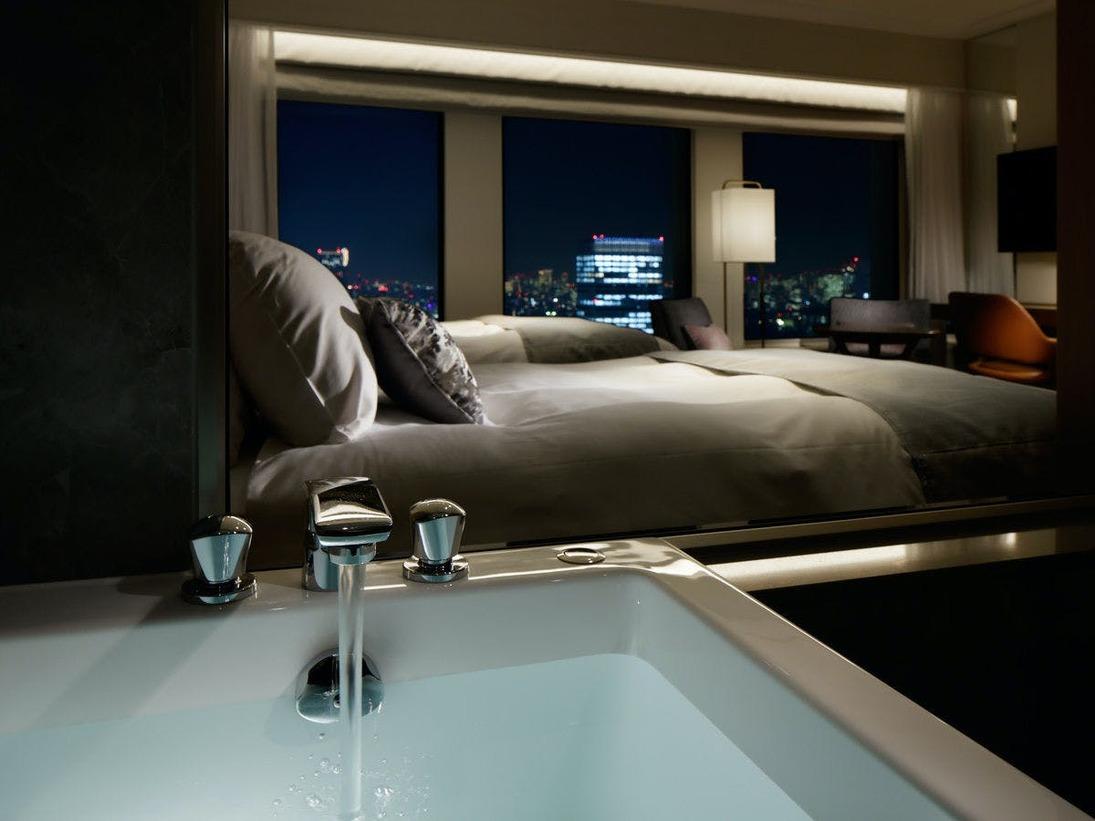 【プレミアグランツイン/キング】 ガラス張りで洗い場付のバスルーム