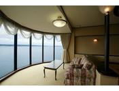 大正ロマンを基調とした全12室はすべての客室から一面に広がる海の景観をお楽しみいただけます。お部屋のご指定も承れますのでぜひお電話にてお問合わせくださいませ。