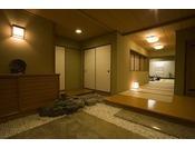 次の間のついたゆったりとした数寄屋造りの客室。