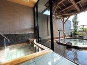貸切露天風呂雷鳥〈ご利用時間〉15:00~24:00、6:00~10:001回のご利用時間は50分間新館5Fの貸切露天風呂・雷鳥は、小さなお子様連れのお客様の家族風呂としても人気でございます。温泉付きのお部屋に泊まらなくてもプライベートな温泉をお楽しみ頂けます。
