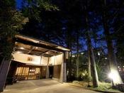 まつさきは北陸金沢の奥座敷、明治の文豪・泉鏡花 小説の舞台にもなった老舗旅館です