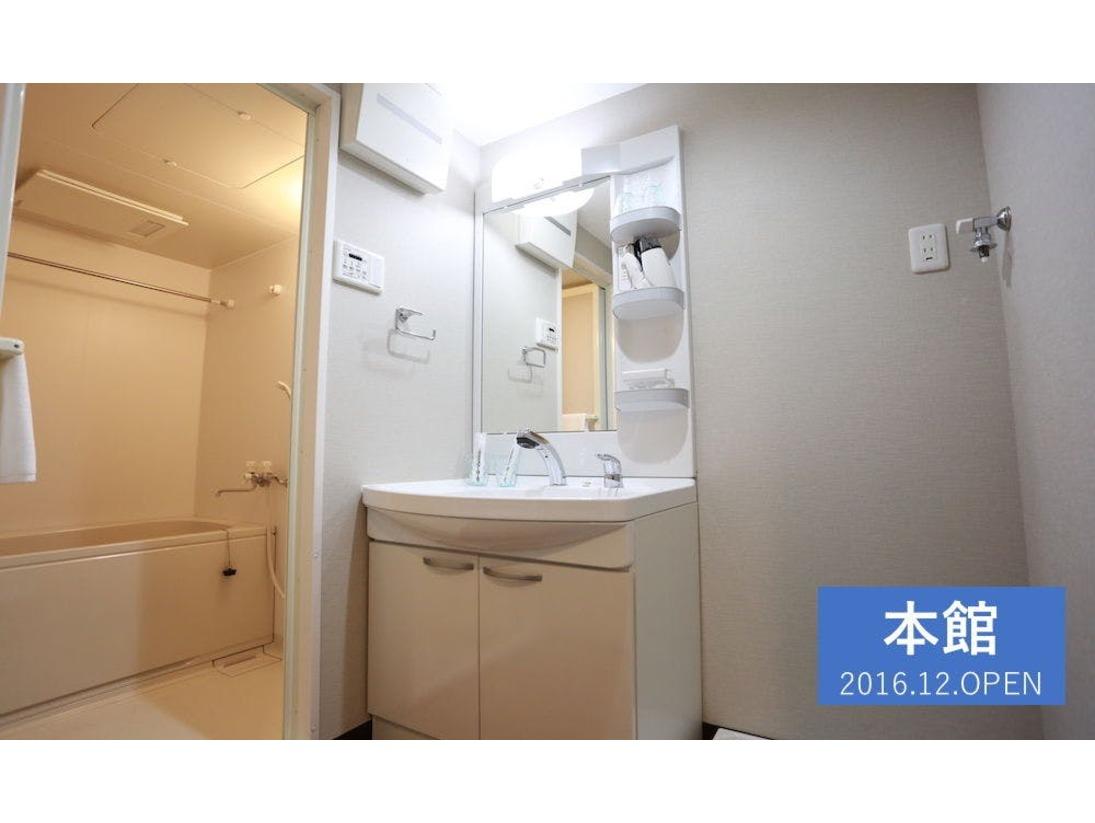 【洗面所】大きな洗面台があるので、朝の身支度も楽々!