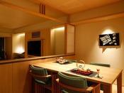 【新客室】6階温泉露天風呂付き特別室ダイニングルーム