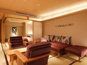 【新客室】7F温泉露天風呂付き特別室リビング