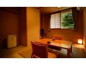 【客室「月かんむり4.5帖」】景色は楽しめませんが、リーズナブルにご利用いただけるお部屋です