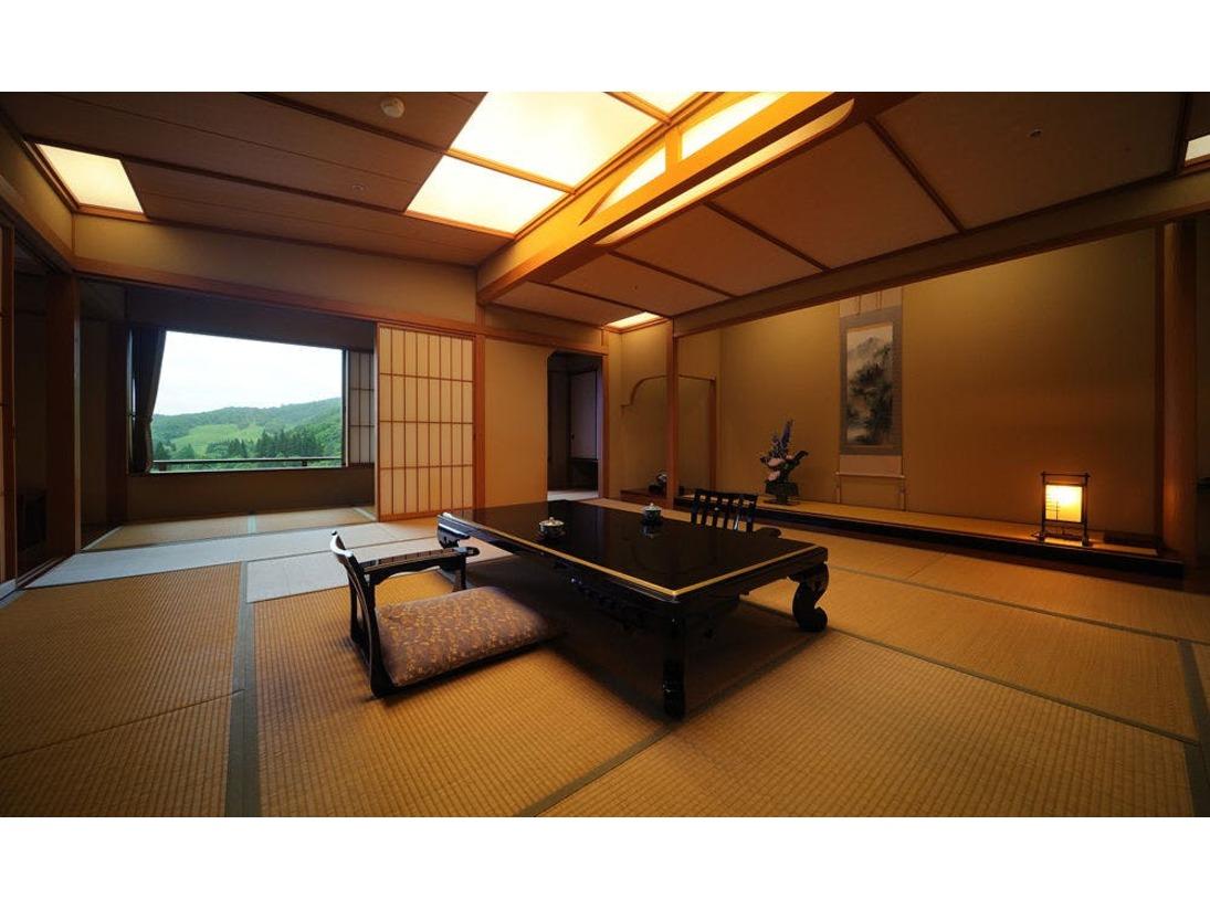 【露天風呂付き特別室824号室(禁煙)】愛隣館で一番グレードの高いお部屋です。 広い客室二間に応接室を備えた、露天風呂付きの特別室となります。※このお部屋は1部屋限定となります。