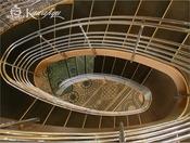 天井から吊るされたデザインはまるで宙に浮いているかのよう。