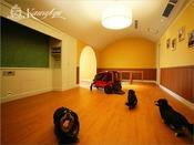 【プレジデンシャルメゾネット・ペット】広さ220平米。愛犬と飼い主様が一緒にご滞在を楽しむことができる最高級スイートルーム。