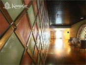 美しい市松模様の陶板が嵌め込まれています。