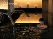 邸宅リビングスパ/シルク風呂:肌の新陳代謝を促すため、湯上りは絹肌を実感いただけます。