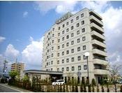 平面の無料駐車場完備歩いてすぐの所にはショッピングモールやお食事処が多数福井北ICから車で7分で出張や観光に便利です