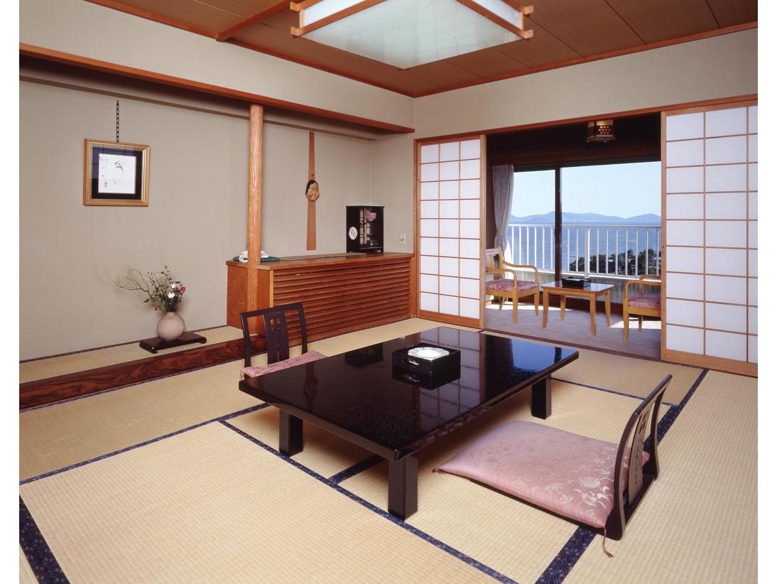 西館和室10畳バストイレ付海側の客室です。※シャワートイレです