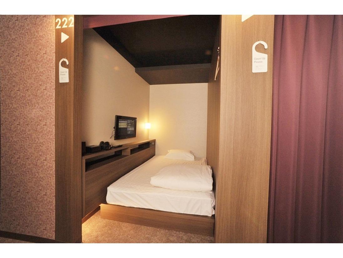 一番人気のお部屋/セミダブルベッド120cm/小学生添い寝無料(24インチテレビ・ヘッドホン・無料VOD・ACコンセント・USBジャック・時計(アラームなし)・ハンガー・ティッシュ・ゴミ箱
