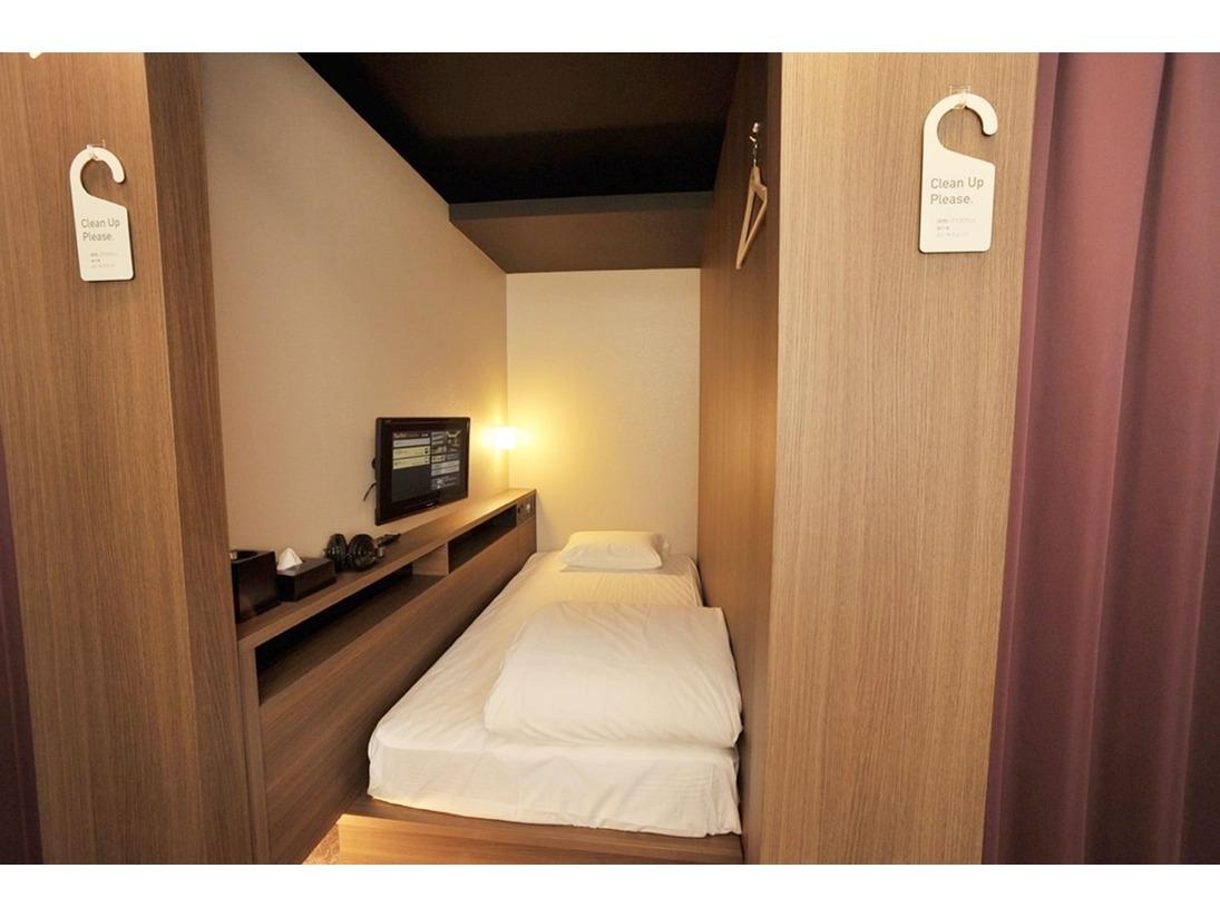 一番リーズナブルなお部屋/シングルベット95cm(24インチテレビ・へッドホン・無料VOD・ACコンセント・USBジャック・時計(アラームなし)・ハンガー・ティッシュ・ゴミ箱