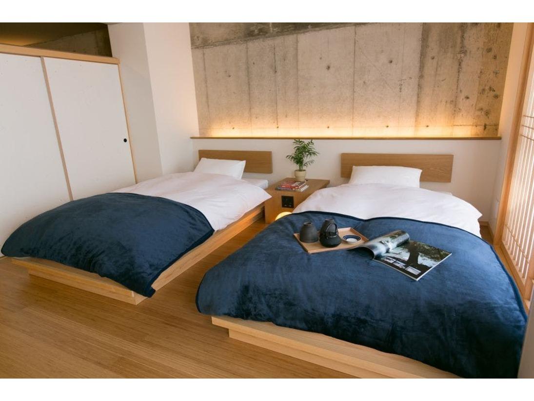スタンダードファミリールーム。癒しの畳スペースのある和洋室のお部屋です。畳スペースにはお布団を敷くことも可能です。