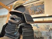 【為朝の館跡】保元の乱に敗れ、大島に流された弓の名人「鎮西八郎源為朝」の住居跡地に建てられたホテル赤門は、資料館という別の顔があります。「鎮西八郎源為朝」を知ることで、この土地の歴史的背景を楽しんでみませんか?