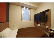 お部屋の広さは12平米です。床は畳仕様の和洋室のお部屋です。100センチベッドを用意しております。さらにソファーをベッドにすることも可能ですので、ツインとしてもお使いいただけます。