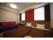 お部屋の広さは17平米。床は畳仕様のツインルームです。最大3名様までお泊りいただけます。ご家族・お友達同士におすすめのお部屋です。