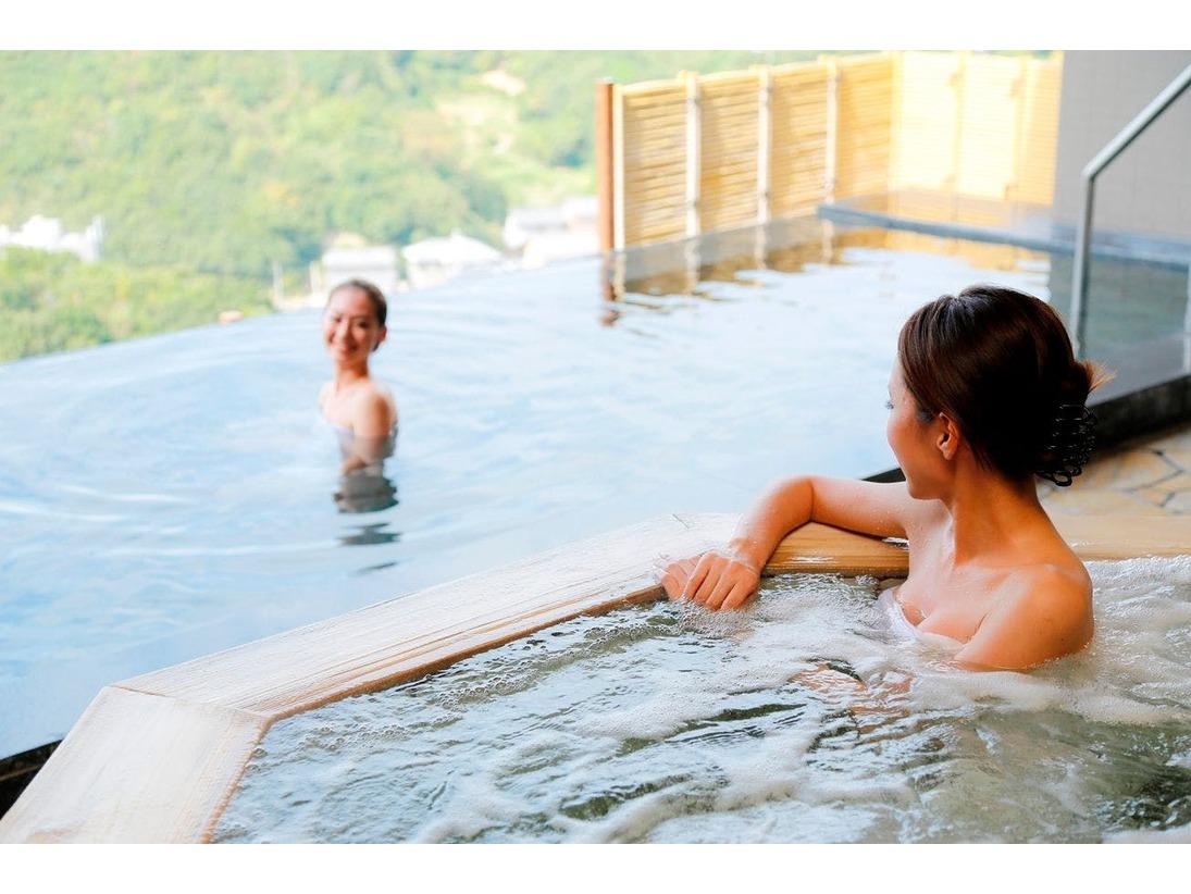 鳴門海峡を一望する温泉大浴場 潮騒の湯 露天ジャグジー