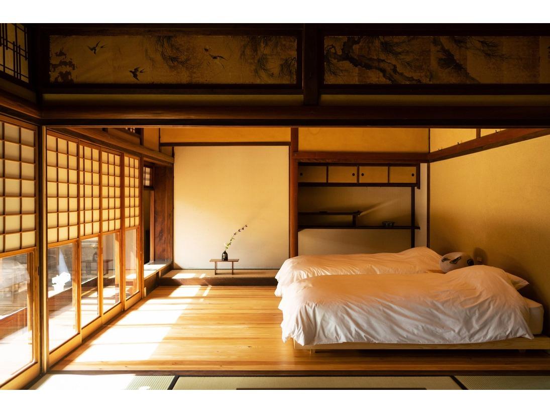 【客室】杜氏(とうじ):元客間であったこともあり、広い空間と美しいお庭の眺めが特徴の一つです。
