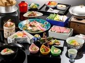 〈鳳凰懐石 一例〉金沢の名立たる料理旅館で研鑽を積んだ料理長が作る、金沢の旬の素材を贅沢につかった懐石が新館鳳凰の基本のお料理です。一品一品心を込めてお客さまの食べる頃合いを見計らっておつくりしておりますので、できたての味をおたのしみいただけます。