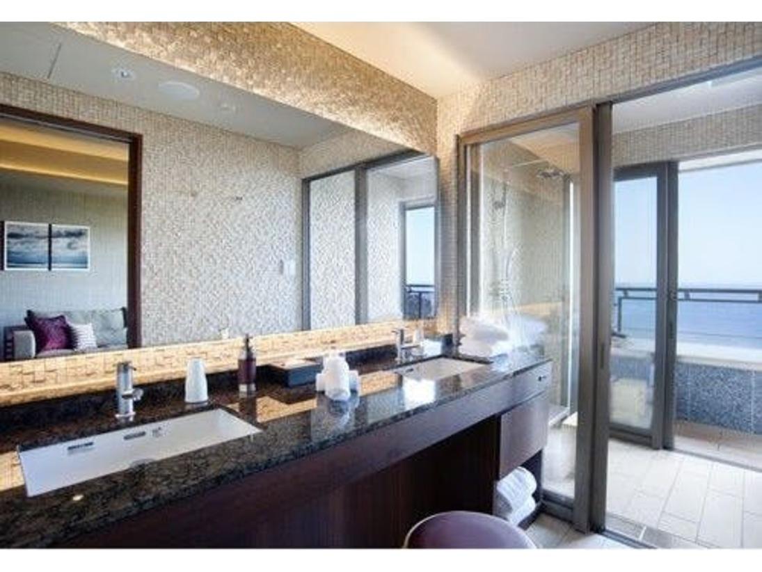 客室シャワーブース~露天風呂