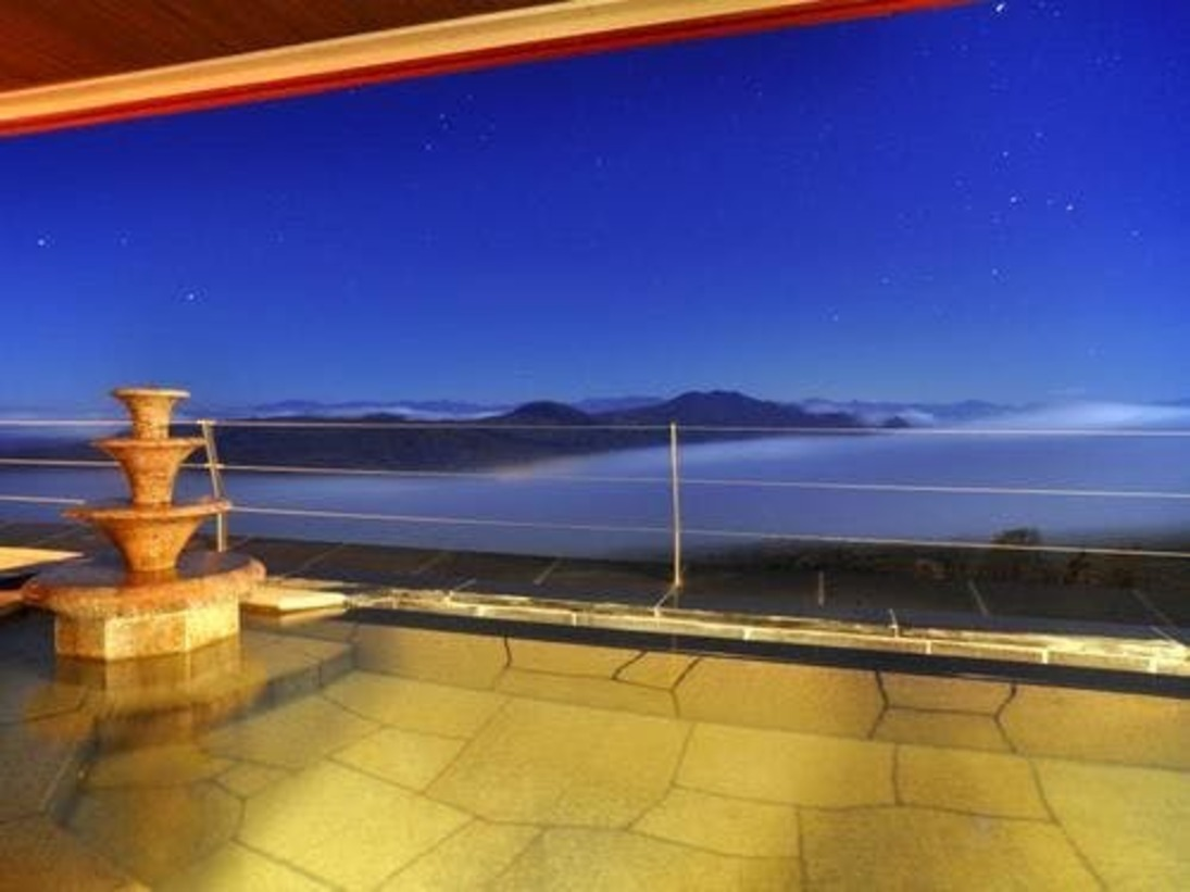 温泉大浴場 露天風呂(女性)~夜、雲海を望む絶景
