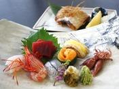 旬魚のお造り七種盛りとノドグロ塩焼で、日本海の魚の美味しさを存分にお楽しみください/写真一例