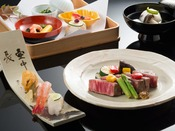 和牛ヒレステーキと寿司をお楽しみいただける、贅沢な鳳凰懐石です/写真イメージ