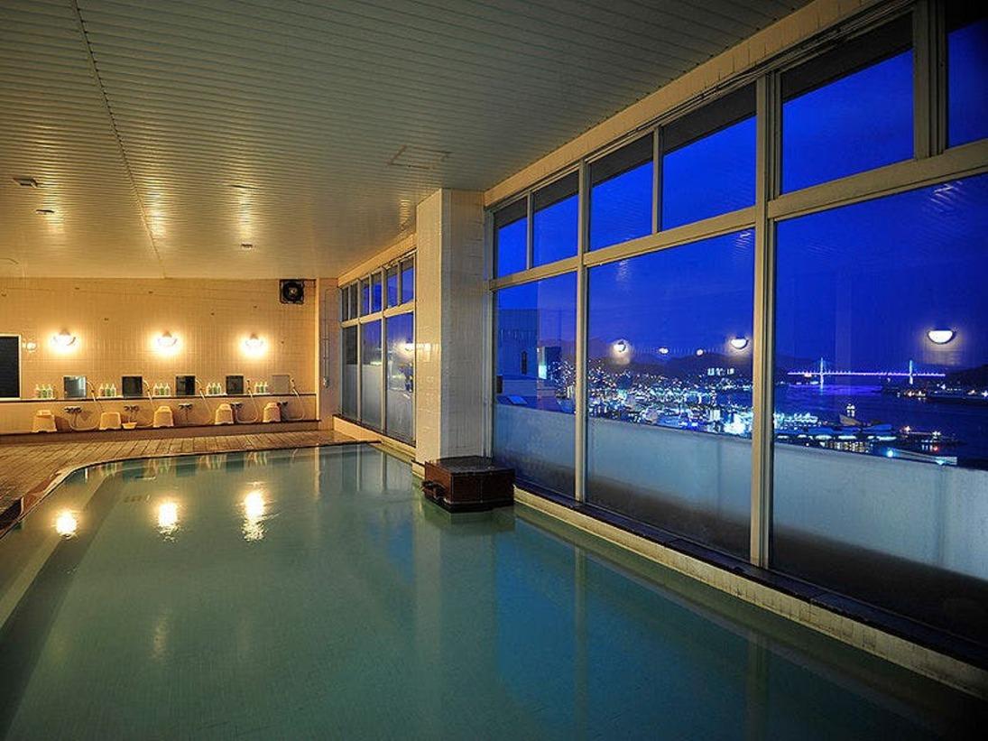 ゆったりとした浴槽と洗い場を備えた、シティホテルとしては本格的大浴場です。
