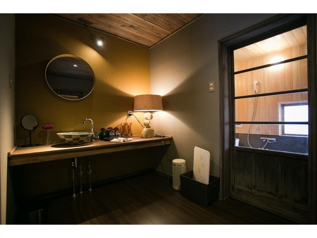 【楠(くすのき)201】1~6名一棟貸切客室の楠(くすのき)には愛犬と入れるお風呂も