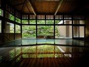 ■八右衛門の湯【内湯】天井高・総木造りが醸し出す雰囲気をお愉しみください。
